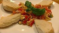 Przepis na jajecznicę z pomidorami