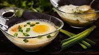 Przepis na jajko cocotte z kozim serem