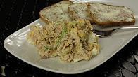 Przepis na sałatkę z tuńczykiem serem i jajkami