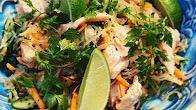 Przepis na sałatkę tajską z grilowanym łososiem
