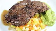 Przepis na Stek jagnięcy na puree z zielonego groszku